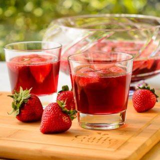 German Strawberry Wine Punch (Erdbeerbowle) for #SundaySupper