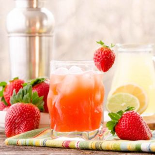 Strawberry Whiskey Sour plus #SundaySupper #FLStrawberry Tour